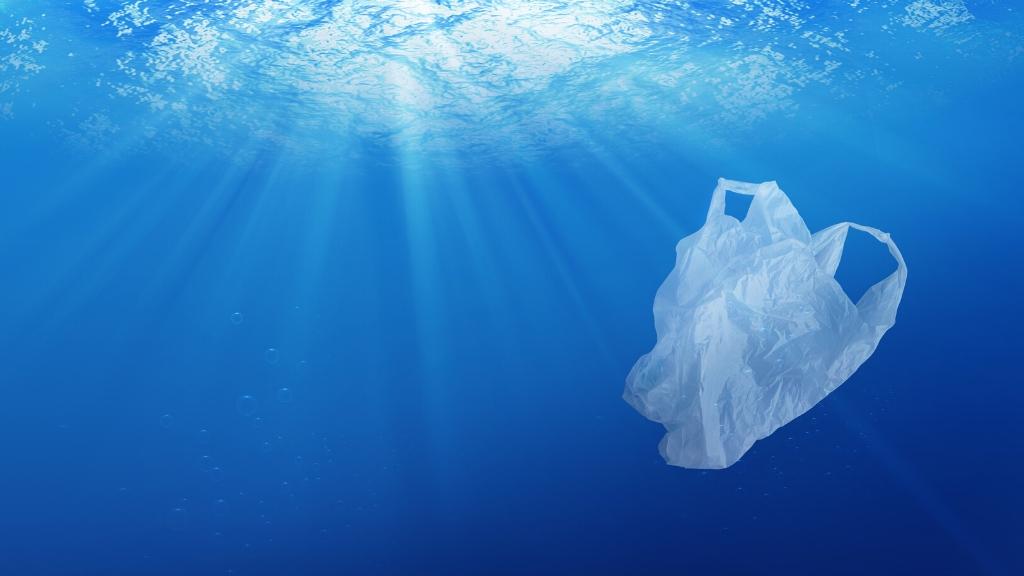 Plástico-nos-oceanos